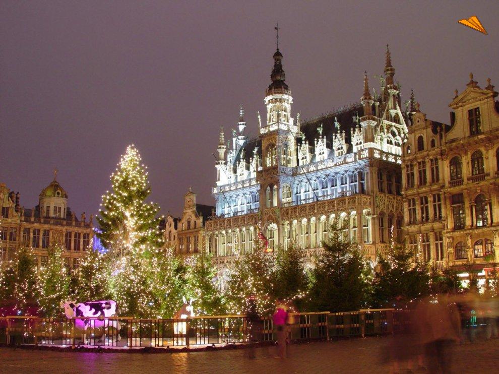 Mercado De Navidad De La Grand Place En Bruselas Fotos De