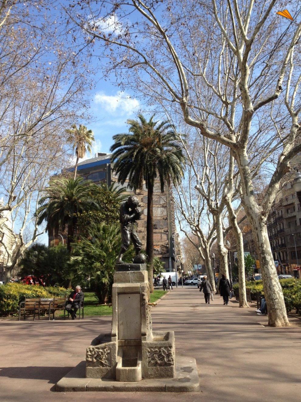 Fuente de los jardines de plaza urquinaona de barcelona - Jardines de barcelona ...
