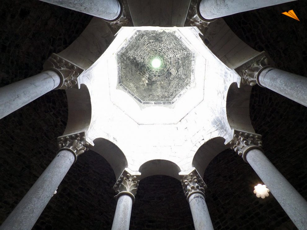 Baños Romanos Girona:Apodyterium (vestidor) de los Baños Árabes Gerona Fotos de viajes