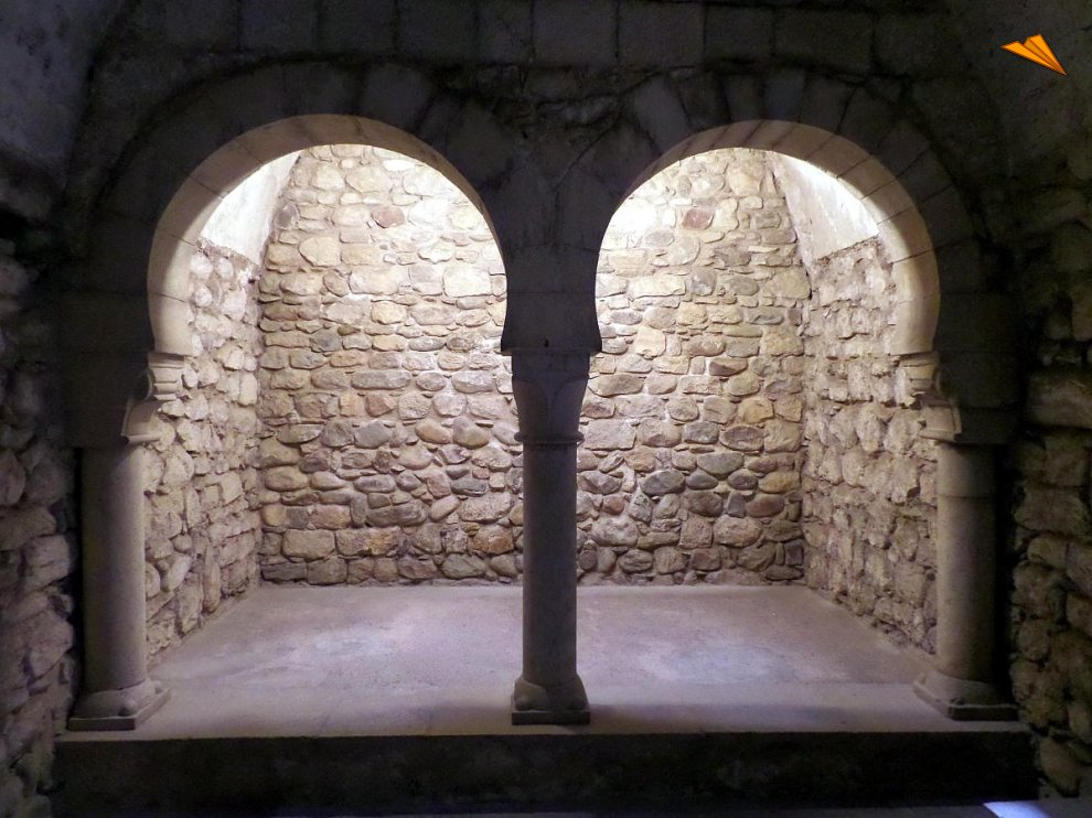 Baños Romanos Girona:Sala fría de los Baños Árabes de Gerona Fotos de viajes Turismo
