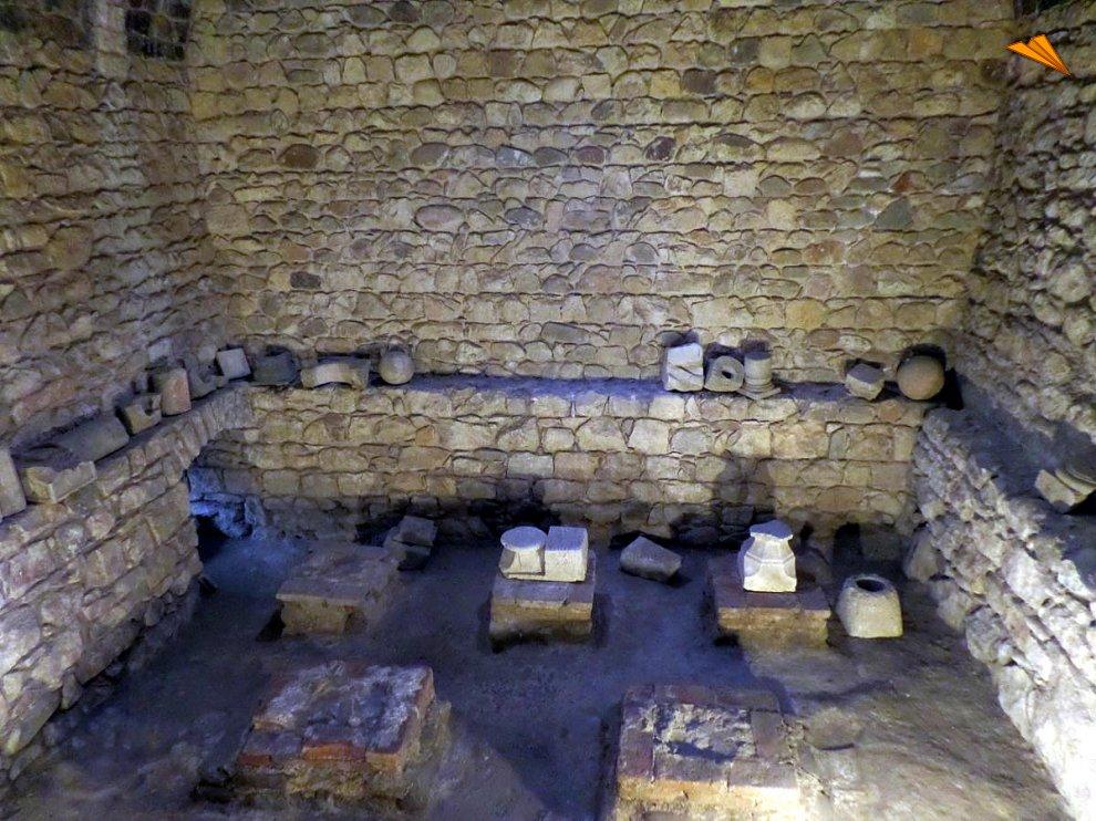 Baños Romanos Girona:Tepidarium o sala templada de los Baños Árabes de Gerona Fotos de