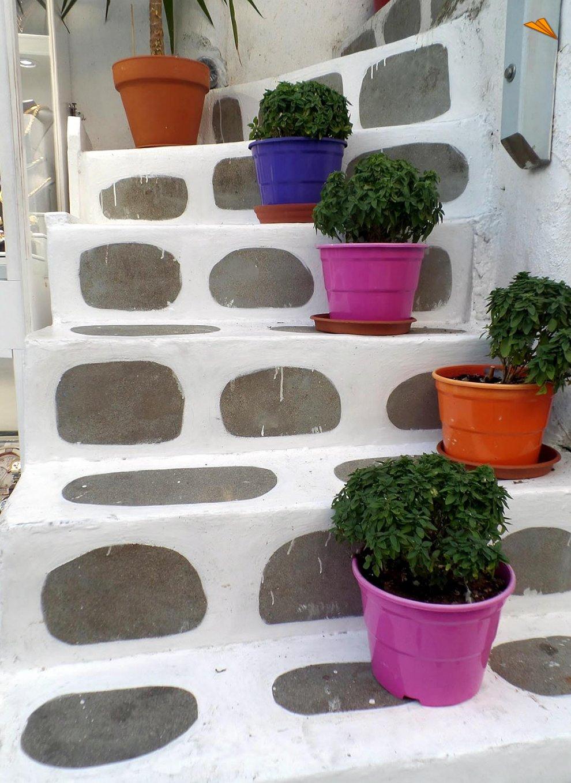 Macetas de colores que adornan las casas de mykonos town - Macetas de colores ...