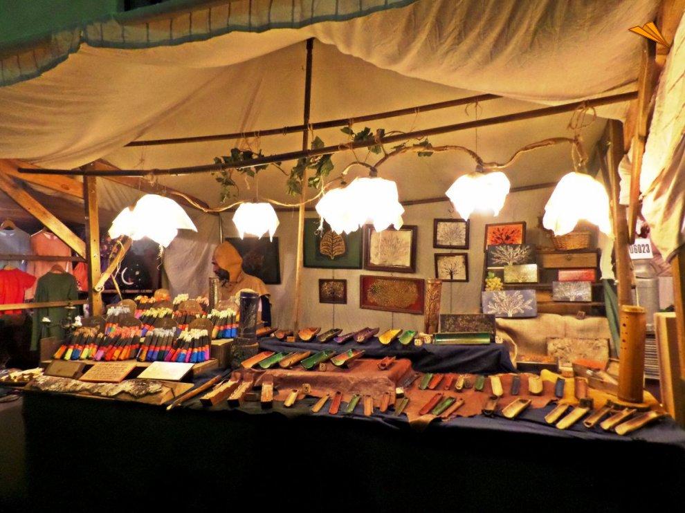 Artesan a en el mercado medieval de vic fotos de viajes - Artesania barcelona ...