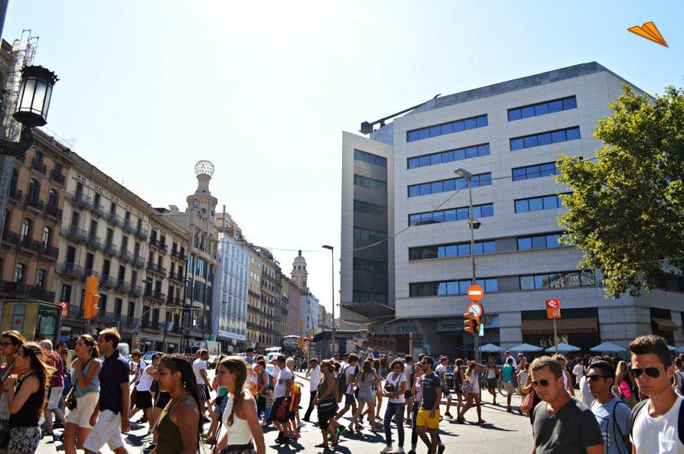 Calle pelayo de barcelona y centro comercial el triangle for Hoteles en el centro de barcelona