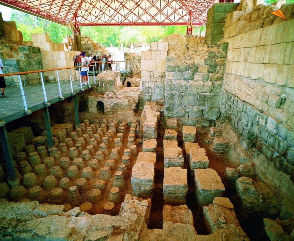 Baño Familiar Publico:El caldarium, antiguo baños publicos romanos Beit She'an Israel
