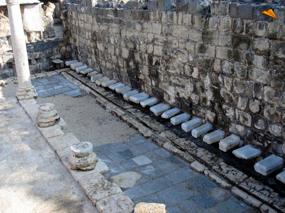 Baño Familiar Publico:Baños públicos en casa de baño bizantina Beit She'an Israel