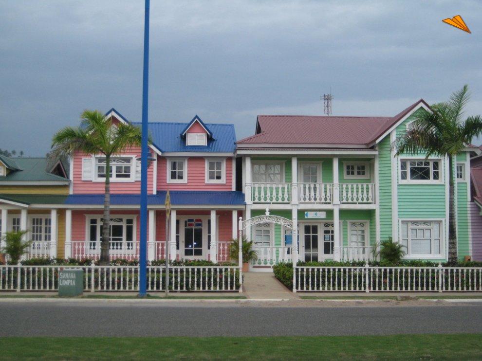 Casas coloridas en pueblo pr ncipe saman rep blica - Casas en pueblos ...