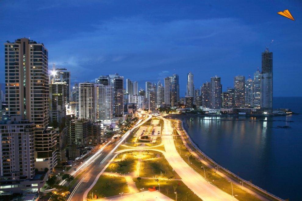 Cinta costera de la ciudad de Panamá. Fotos de viajes.