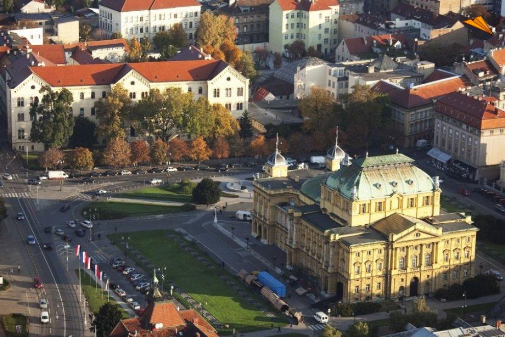 Vista area teatro nacional de croacia zagreb croacia for Oficina de turismo croacia