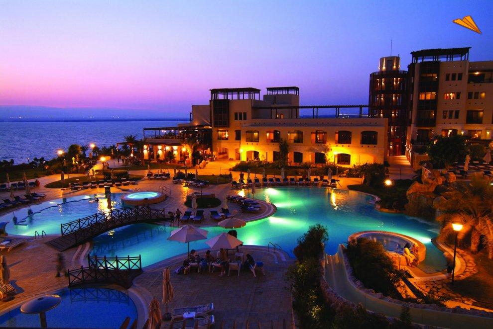 Piscina de un hotel en el mar muerto jordania fotos de for El hotel que esta debajo del agua