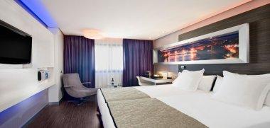 Hotel meli lebreros sevilla descuentos especiales for Piscina melia lebreros sevilla