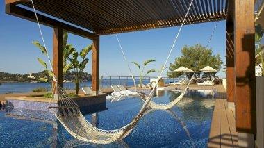 Iberostar suites hotel jard n del sol calvi descuentos for Hamacas de piscina